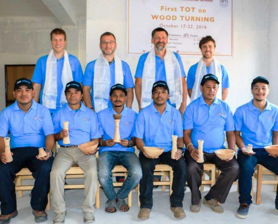 Drechselprojekt in Nepal − Berufliche Bildung für eine bessere Zukunft