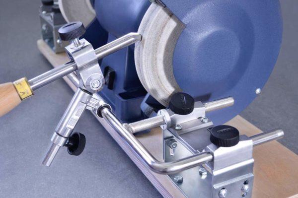Drechselwerkzeuge mit Vorrichtung am Schleifbock schärfen