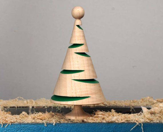 Exzentrisch gedrechseltes Weihnachtsbäumchen